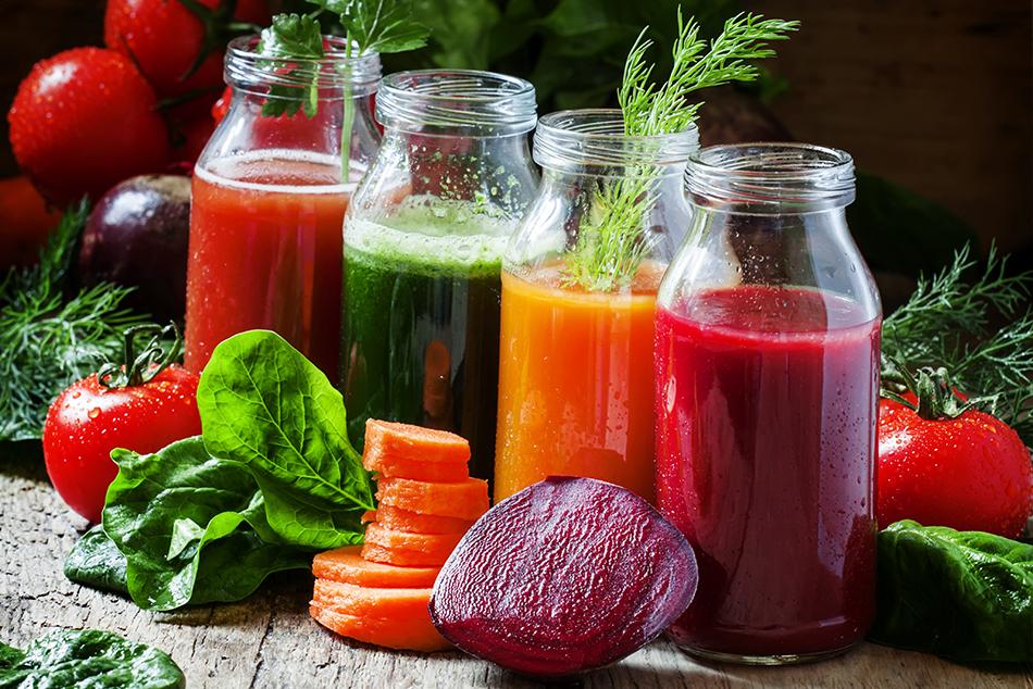 Kolorowe soki warzywne wspomagające oczyszczanie organizmu