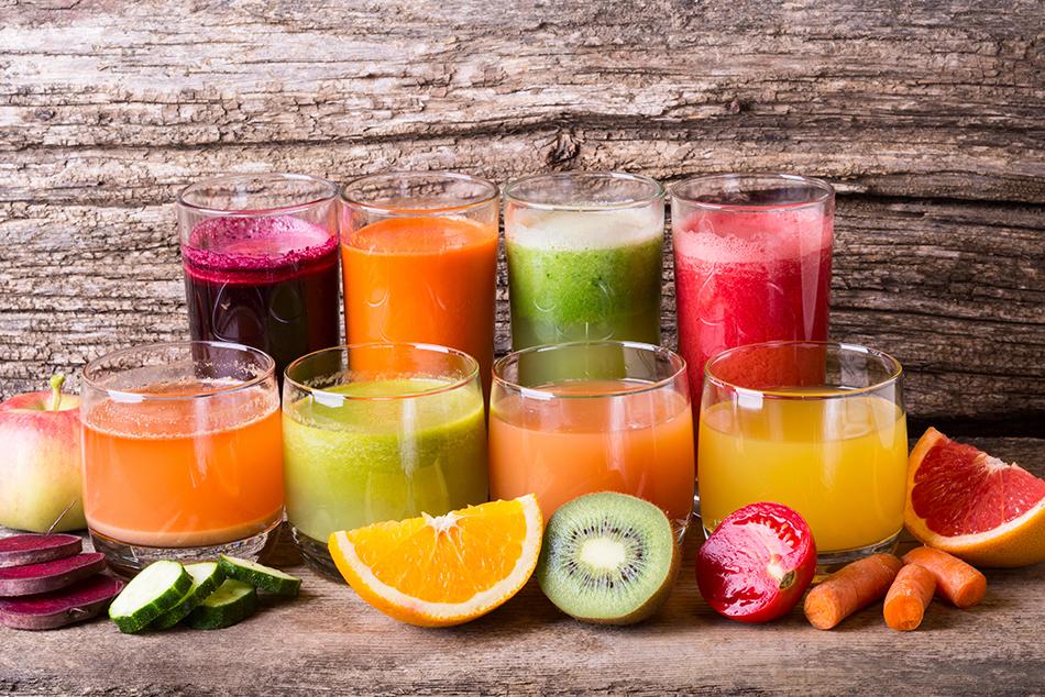Świeżo wyciśnięte soki owocowe i warzywne zapewniają optymalną ilość witamin, błonnika oraz składników mineralnych.